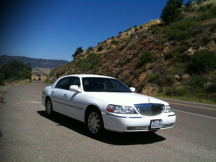 Ma voiture qu'on a louée pendant ces 3 semaines : une limous
