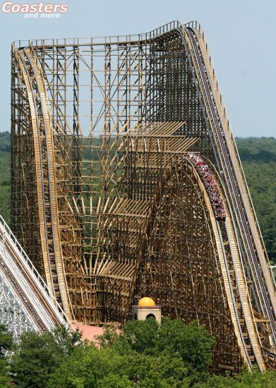El Toro (SFGA). One of the best wooden coaster in the World.