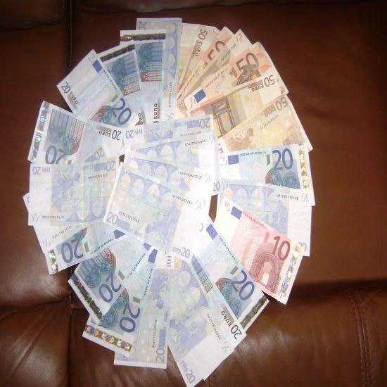 J'étale  mon argent partout comme le fat mon père