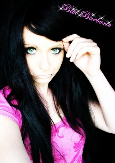 scene girl with black hair and piercing