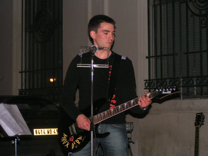notre guitariste chanteur harold