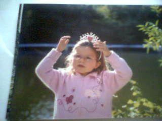 voici ma fill Eva ki joue a la princess el è si mimi