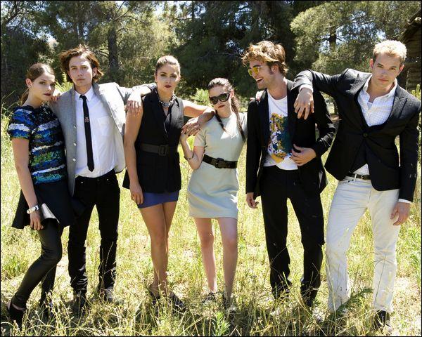 Alice, Rosalie, Bella, Edward, Emmett, Jasper