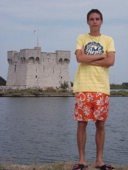 Moi devant le chateau de La Redoute (Palavas)