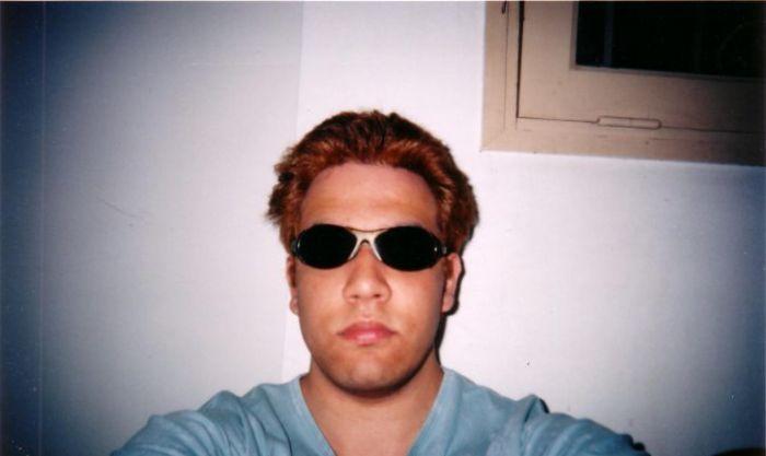 Salut, je m'appelle Sébastien, j'ai 23 ans, j'habite à Paris
