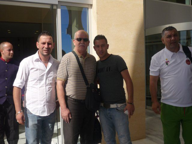 Voila...der algerische Coach Rabah Saadane!! la class^^