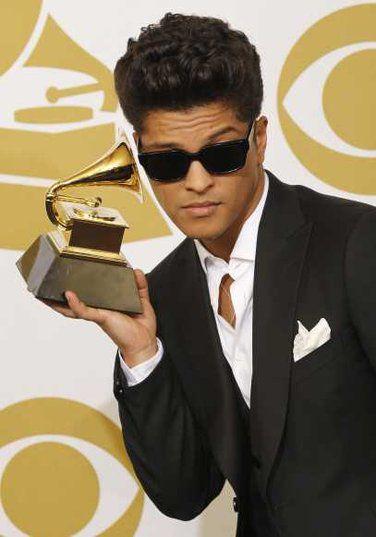 Aux Grammys Award