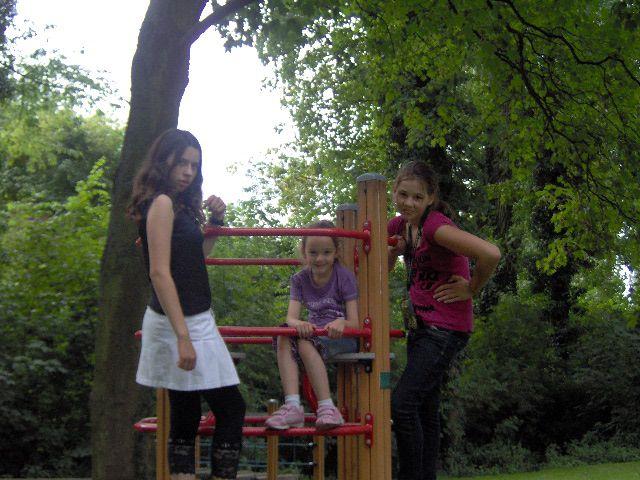 moi avec ma soeur et ma cousine