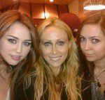 Miley , avec sa mere et Brandi