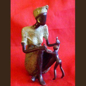 trè bel statue tikar symb la maternité NORD OUEST-CAMEROUN.