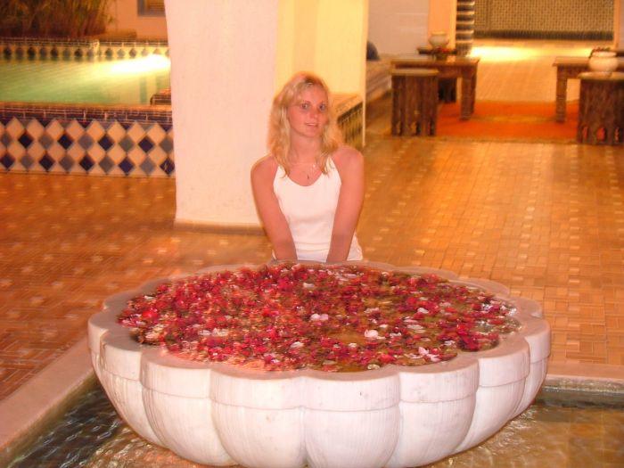 Moi près de la fontaine au Club Med d'Agadir
