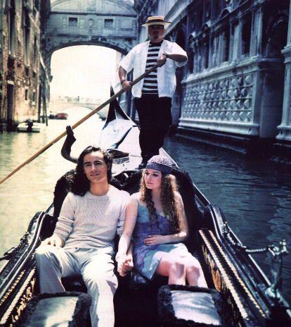 Roméo é Giulietta su uno gondola a Venizia