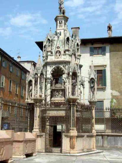 tomba di famiglia Montecchi