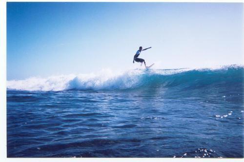 Moi surfant la 6ème meilleure vague du monde qui est a 5 min