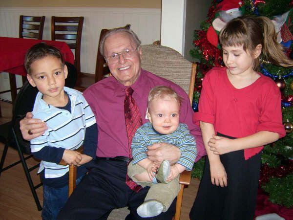 Mes cousins et Léo, mon grand-père adoré...