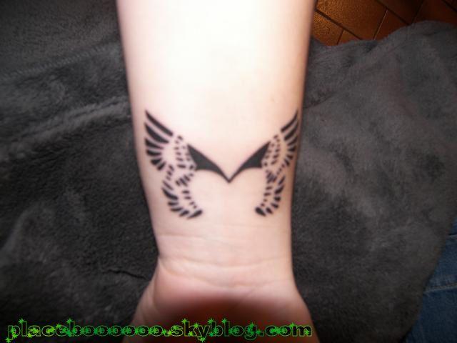 "mon 3éme tattoo ""tattoo de placebo, poignet gauche"""