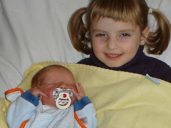 voici mon petit frère et moi