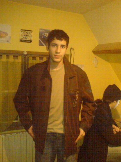 Wahid avec une veste viellot. Spécial nostalgiques =)