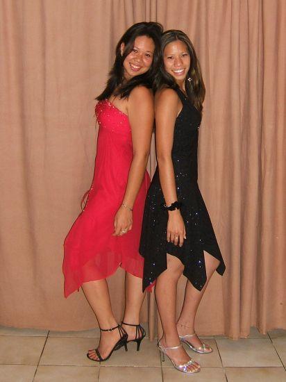 voici ma cousine avec ma soeur a droite!