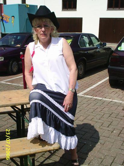 nanou en plein soleil avec son chapeau...pffff