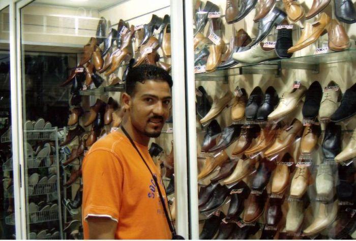 dans un boutique des chaussures