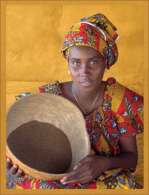 une Africaine et la nourriture africaine