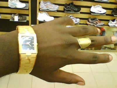 la main en or