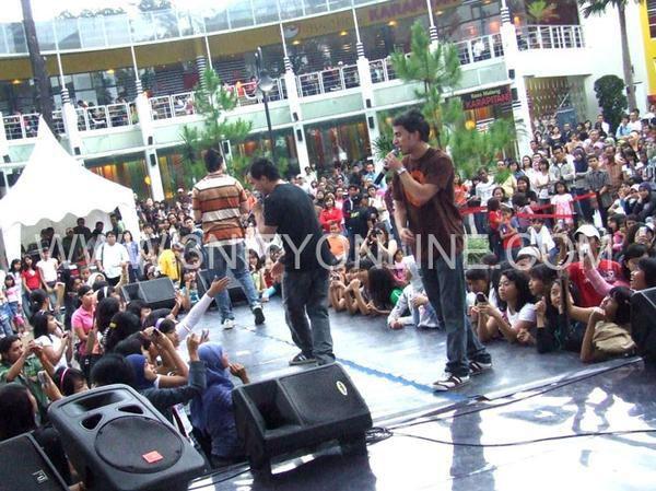 3nity Brothers sur scène en Indonésie