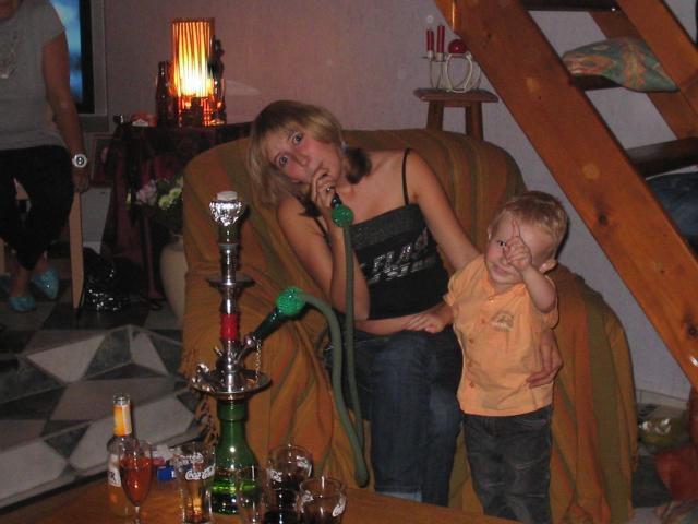 ma soeur qui fume la chicha et qui fait la cone et mon tit