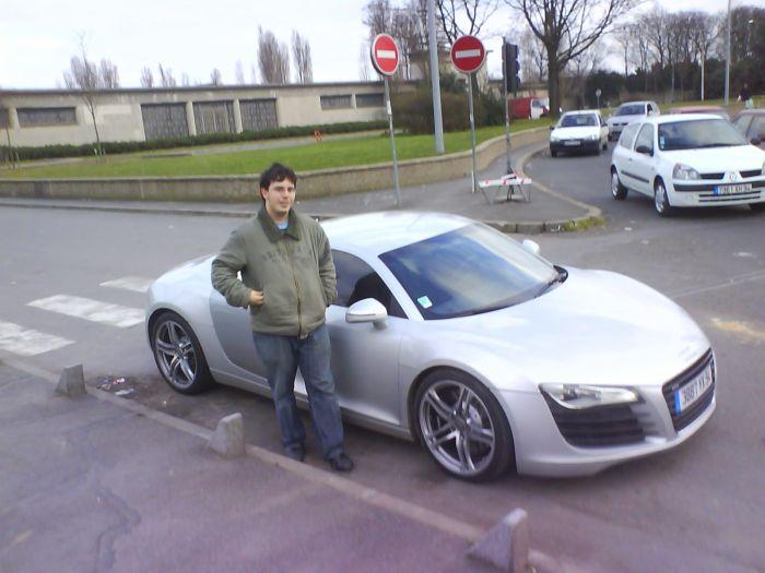 moi et ma voiture lol^^ c'est pas la mienne