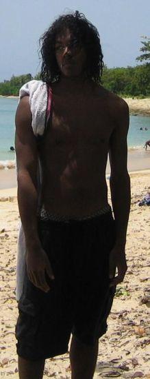 Sur la plage en mode Tarzan