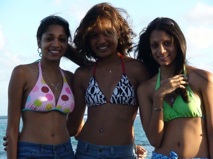 Ma couz,  ma sis et moi a la plage