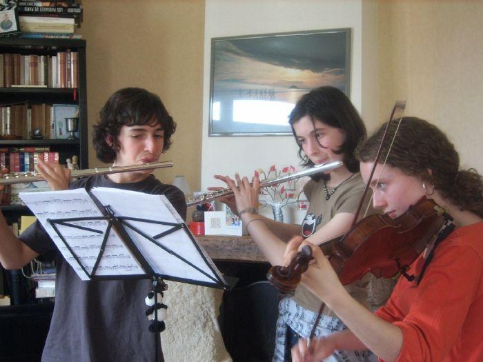 Pierre, Clothilde, Laure (de gauche à droite)