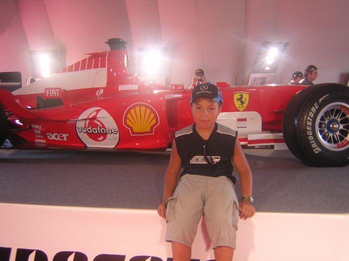 sa c moi devant la F1 de mickael schummacher