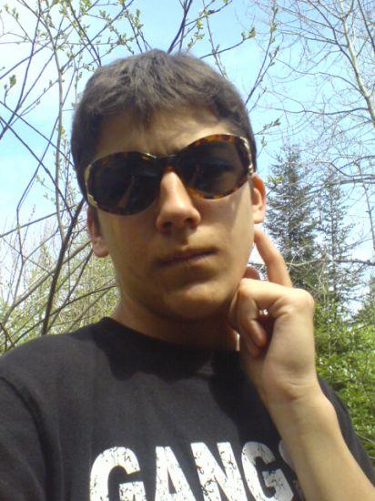 johan en mode gangsta avec lunettes de grand mere
