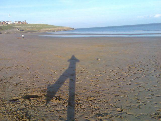 .Mon ombre sur une plage galloise.