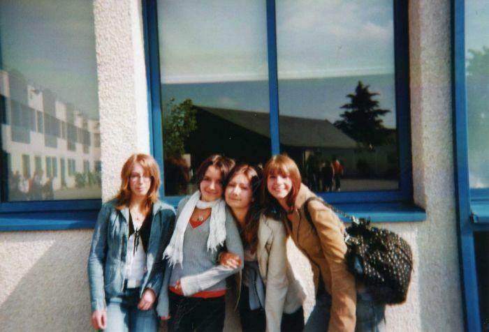 de gauche a droite : Anais, Alice, Moi, Juliette.