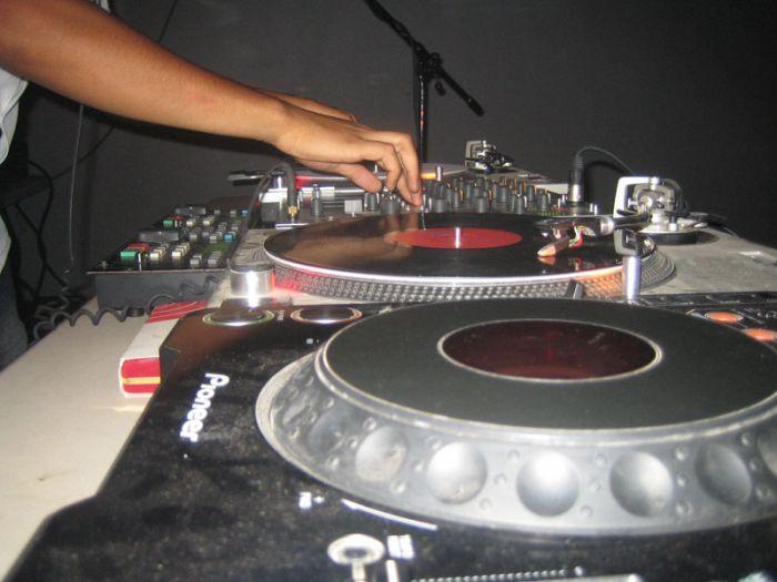 DJ monte le son