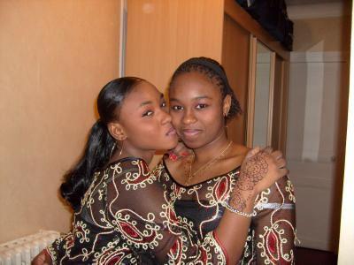 moi et ma soeur  jumelle sisiiiiiiiiii