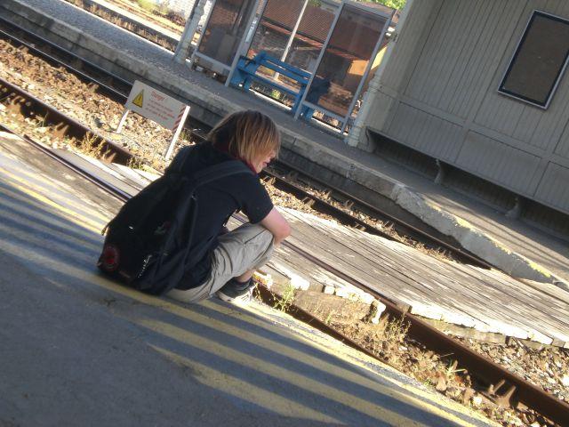 """Bon, Y Passe Quand Ce Train . . . -_-"""""""