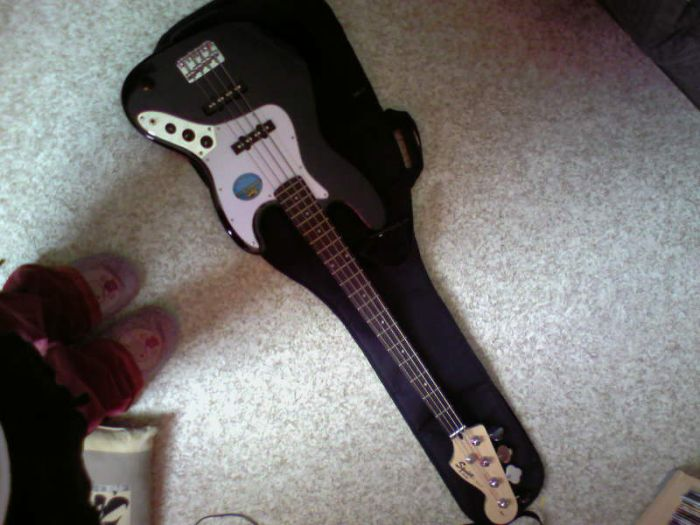 Ma basse <3 Ainsi que mes supers chaussons snoopy xD