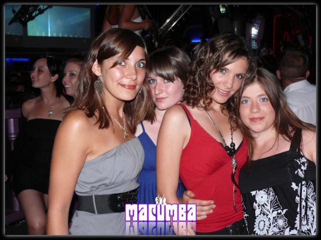 Elodie , ophélie, Laeti & moi =)