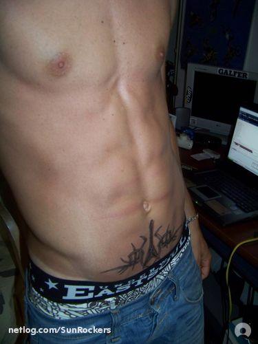 Mon tatoo Flying V tribal dessiné par moi :)
