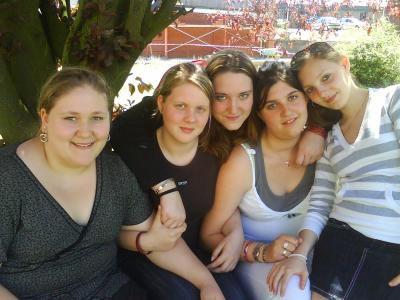 Mes cheries : Naomi , Tiffany , Virginie , Sophia , Moi