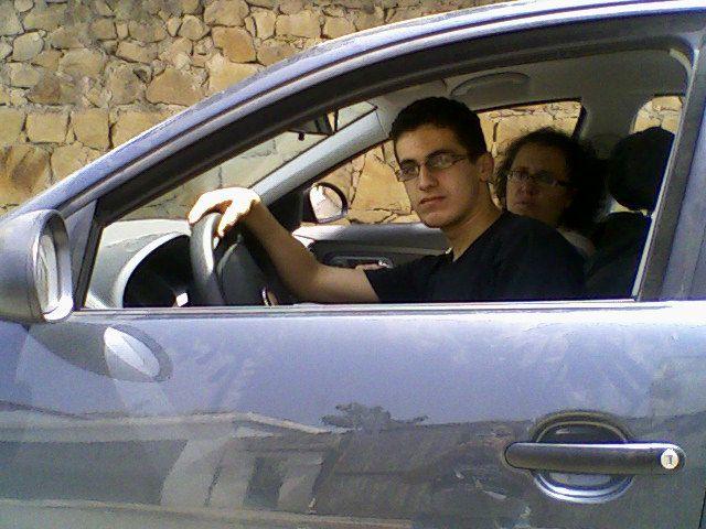 moi je conduis notre voiture