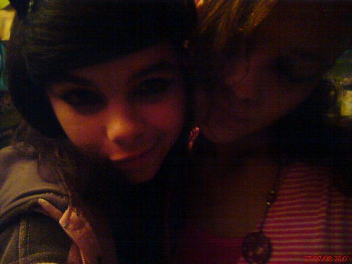 Sarah-Limba & Alice . <3