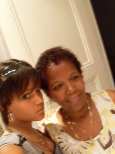 Ma maman et moi en Tunisie ... =)