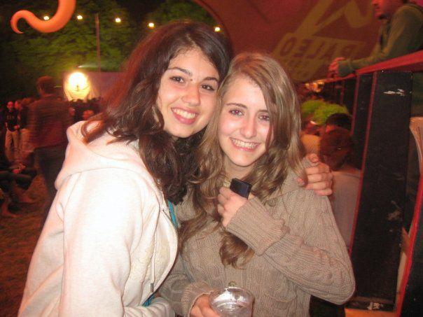 Laura & Sophie :)
