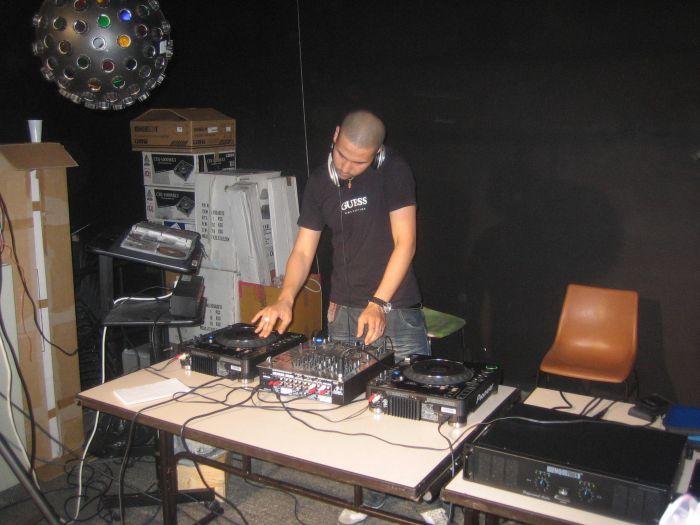 DJ PHOENIX aux platines