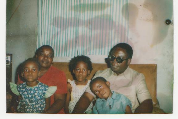 me parent, mes soeurs et moi. kinshasa le 01/01/1983